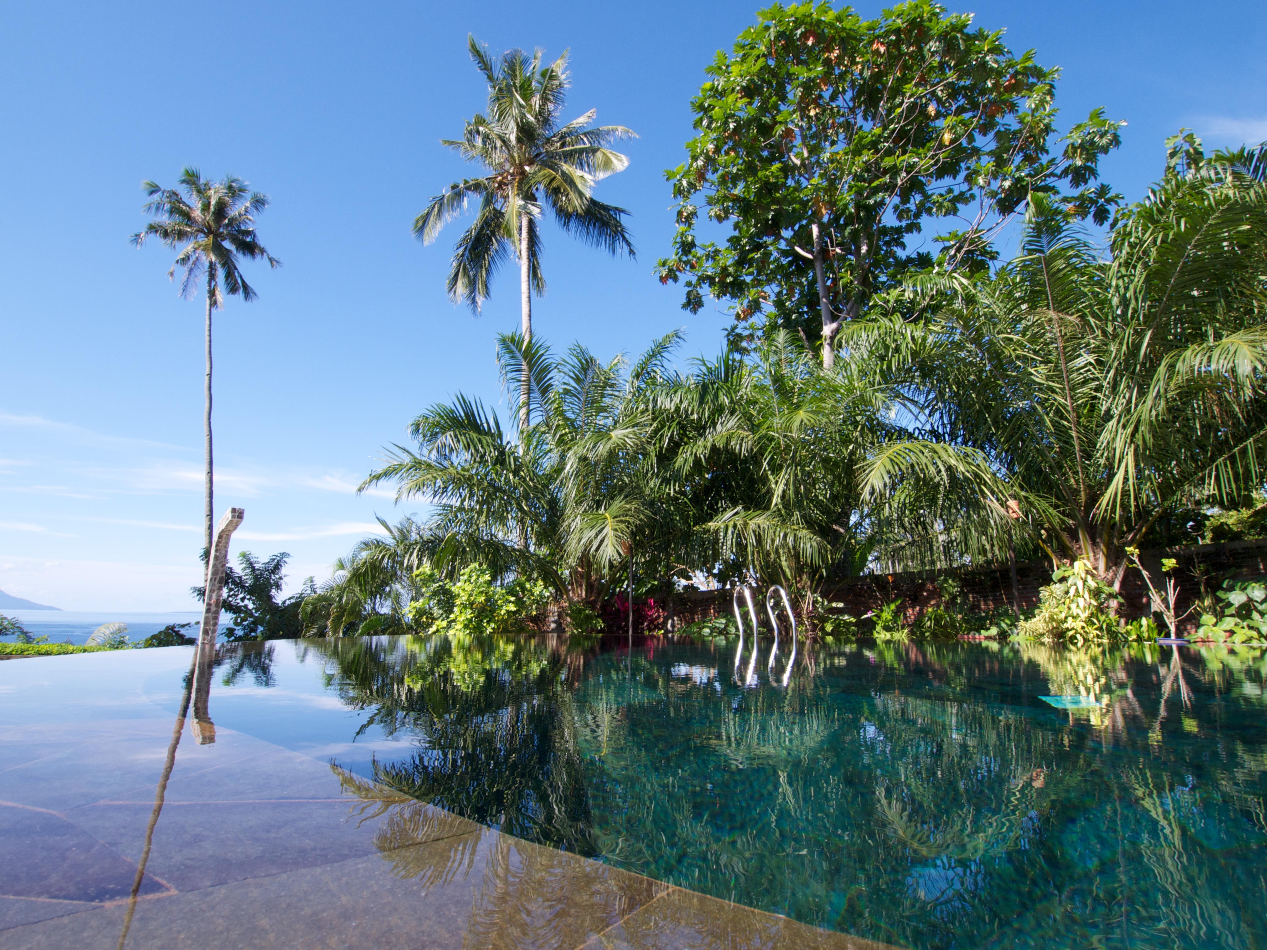 Zwembad bij Lumba Lumba Noord Sulawesi